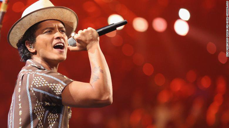 Bruno Mars will be providing 24,000 Thanksgiving meals to help those in need in his native Hawaii https://t.co/D337x5qlsr