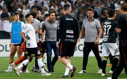 Corinthians tirou a água do pescoço, mas futebol ainda é sofrível Foto