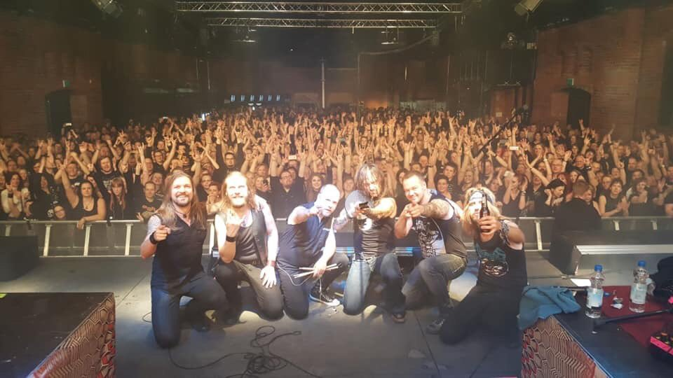 🇫🇮 Kiitos Tampere ROCK city! #amorphis #queenoftimetour #pakkahuone #tuskalive #soldout @Cyhra_official 📷: @wavescapefi https://t.co/MQFGC7JXUK