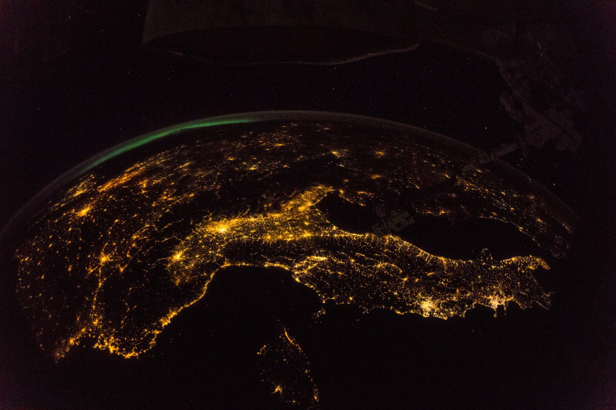 From 254 miles up, Europe looks ready for Christmas. The one problem? (Besides the fact it isn't even Thanksgiving yet.) You're looking at a form of light pollution. Researchers rely on images like this to identify what regions need to work on the issue https://t.co/jTfoNuqXmv