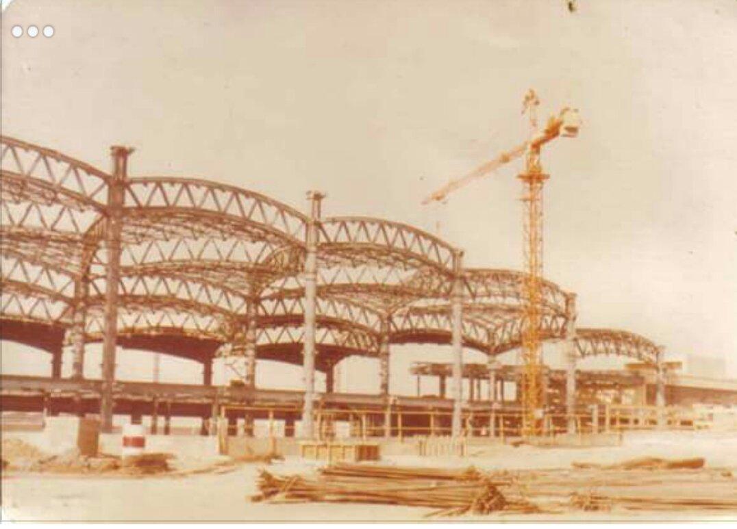 نوادر من التاريخ Sur Twitter صورة قديمة لـ مطار الملك خالد الدولي بـ الرياض أثناء تشييده عام ١٤٠٢ھ قبل ٣٨ سنة تقريبا