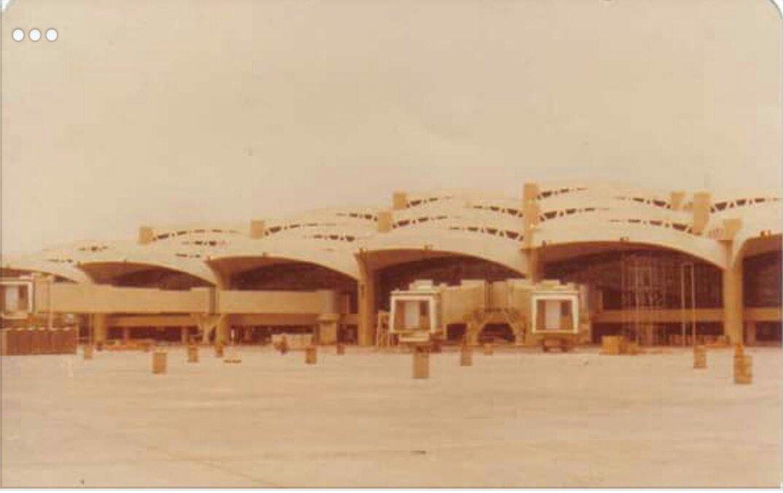 نوادر من التاريخ On Twitter صورة قديمة لـ مطار الملك خالد الدولي بـ الرياض أثناء تشييده عام ١٤٠٢ھ قبل ٣٨ سنة تقريبا