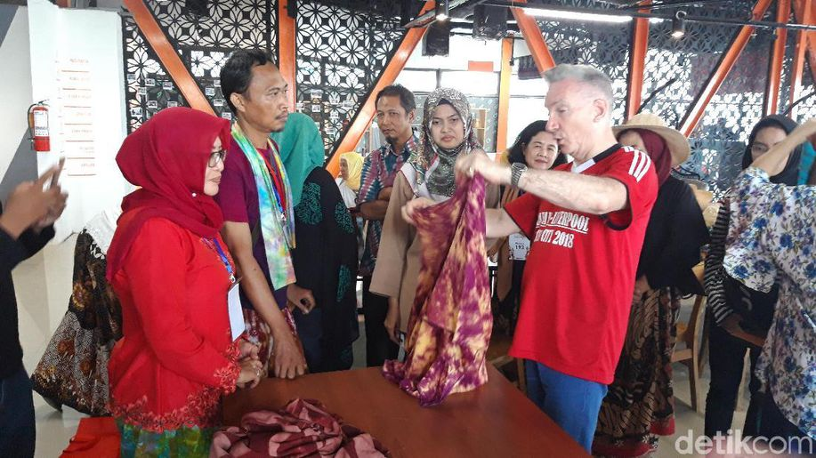 Saat Wakil Wali Kota Liverpool Kepincut Batik Jumputan Surabaya https://t.co/jHw0s1kJ0V https://t.co/MdB8YyFwrQ