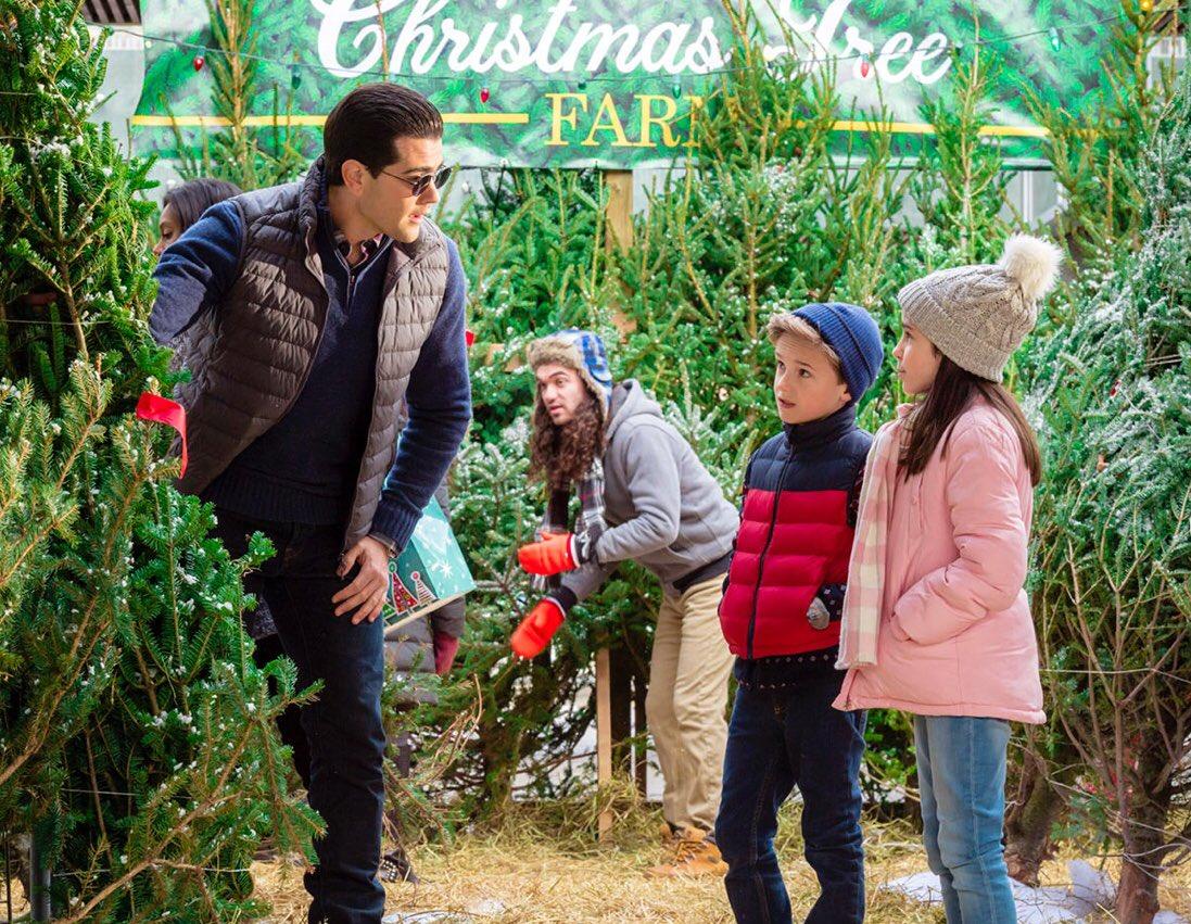 Christmas Next Door Hallmark.Liam Macdonald On Twitter Catch Christmas Next Door In