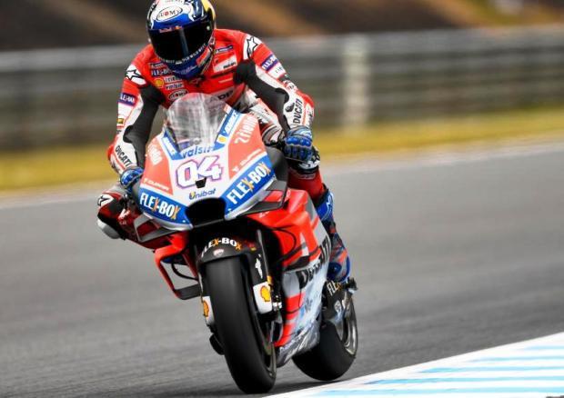 #MotoGP | Dovizioso celebró bajo el agua en Valencia