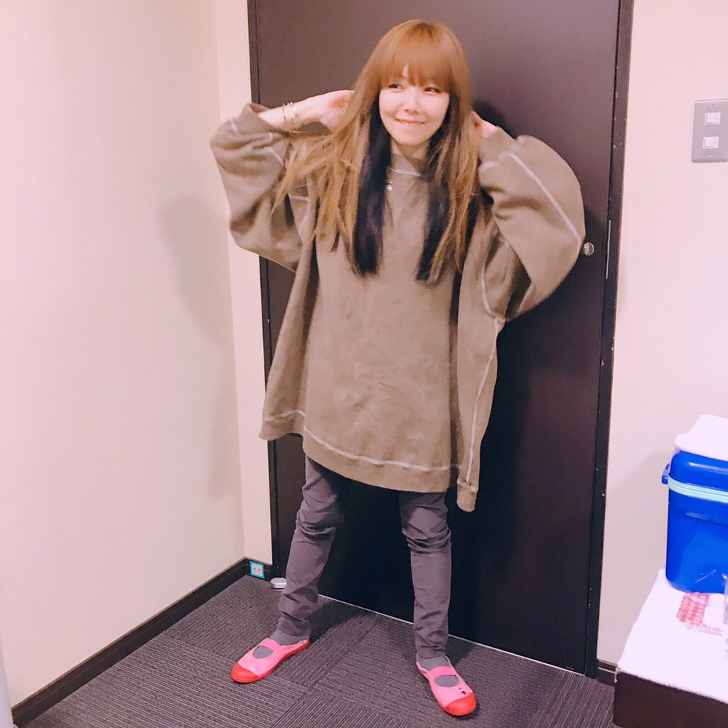 aiko東京ライブ楽屋で上履き姿