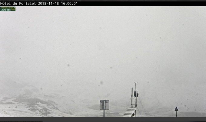 Nieva con intensidad en Formigal en cotas inferiores a los 1800m, continuará el resto de la tarde. @infonieve