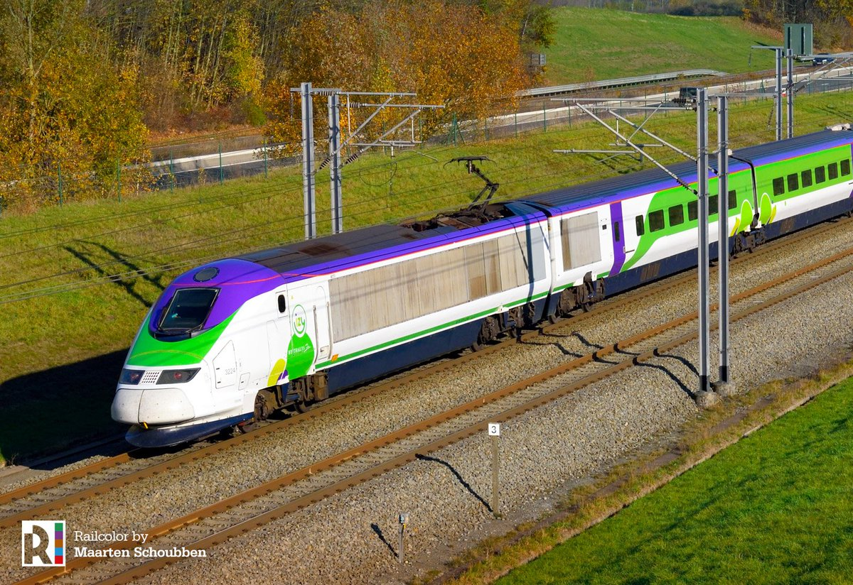 DsS7ndlXcAYdaxv - Special livery Eurostars