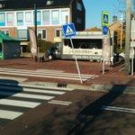 @BarendrechtnuNL - Ongelukje geweest afgelopen week op het gemeentehuisplein; verkeersbord omver (gereden?). Melding is doorgegeven aan de gemeente. #Binnenhof #Barendrecht https://t.co/8NthtBrOMn