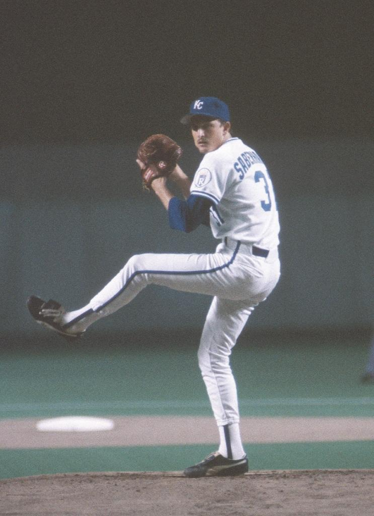 November 18, 1985: Bret Saberhagen wins the American League Cy Young Award. #RaisedRoyal https://t.co/HOjf61EZuJ