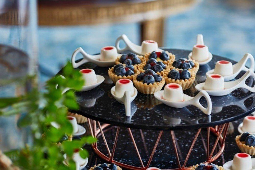 「苺&ランチブッフェ ~森のストロベリーパーティー~」ホテル椿山荘東京で、苺のブリュレパフェなど -