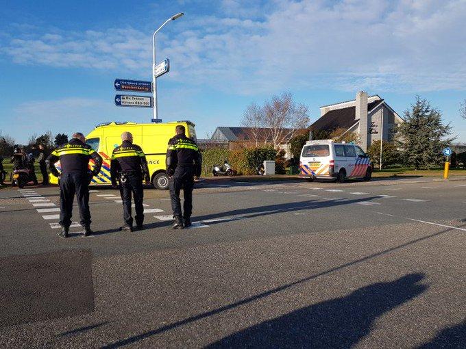 HoekvanHolland Haakweg Ongeluk scooter/auto Scooterrijder gewond richting ziekenhuis. https://t.co/HUB7W75Opj