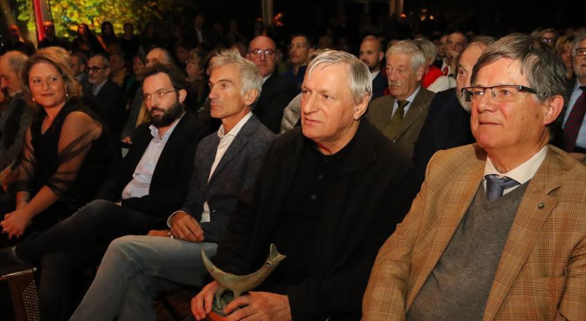Premio a Don Ciotti: «La ferita bellunese è il g...