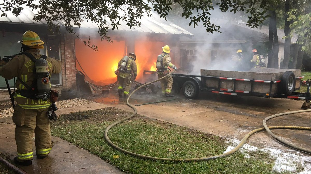 BREAKING: AFD responding to a heavy fire in a Northwest Austin home