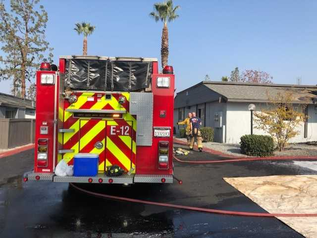 Fresno fire crews battled a two-alarm apartment fire near Ashlan and Valentine in central Fresno. The two-alarm fire started Sunday morning around 8:15 am  https://t.co/32i8RhIq59