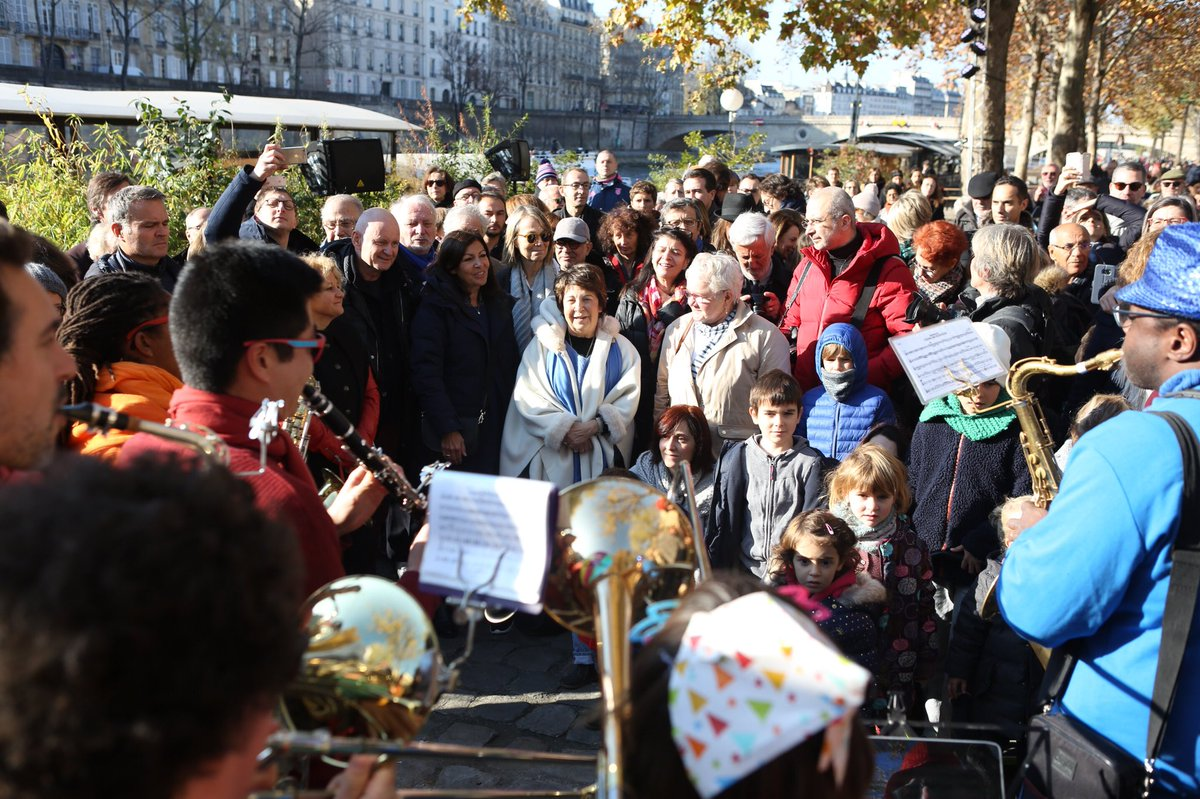 Merci tous ceux qui ont contribué la réussite de cette magnifique fête des berges et surtout, merci à VOUS ! Votre présence, vos remerciements, vos encouragements et vos sourires sont les plus belles des victoires. Vive les berges piétonnes, vive Paris ! #FêtonsLesBerges #Paris