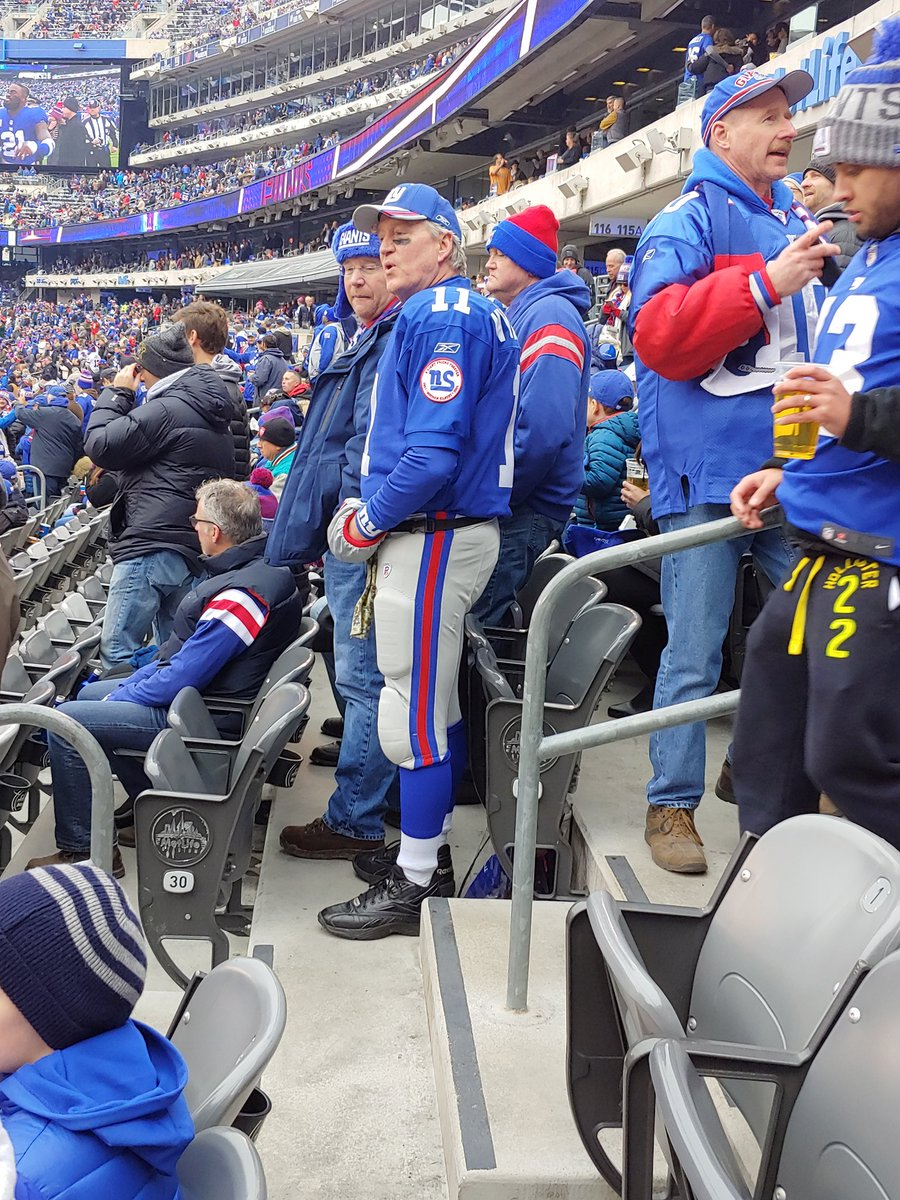 Photo: This Fan Is Going Viral At Today's NFL Game