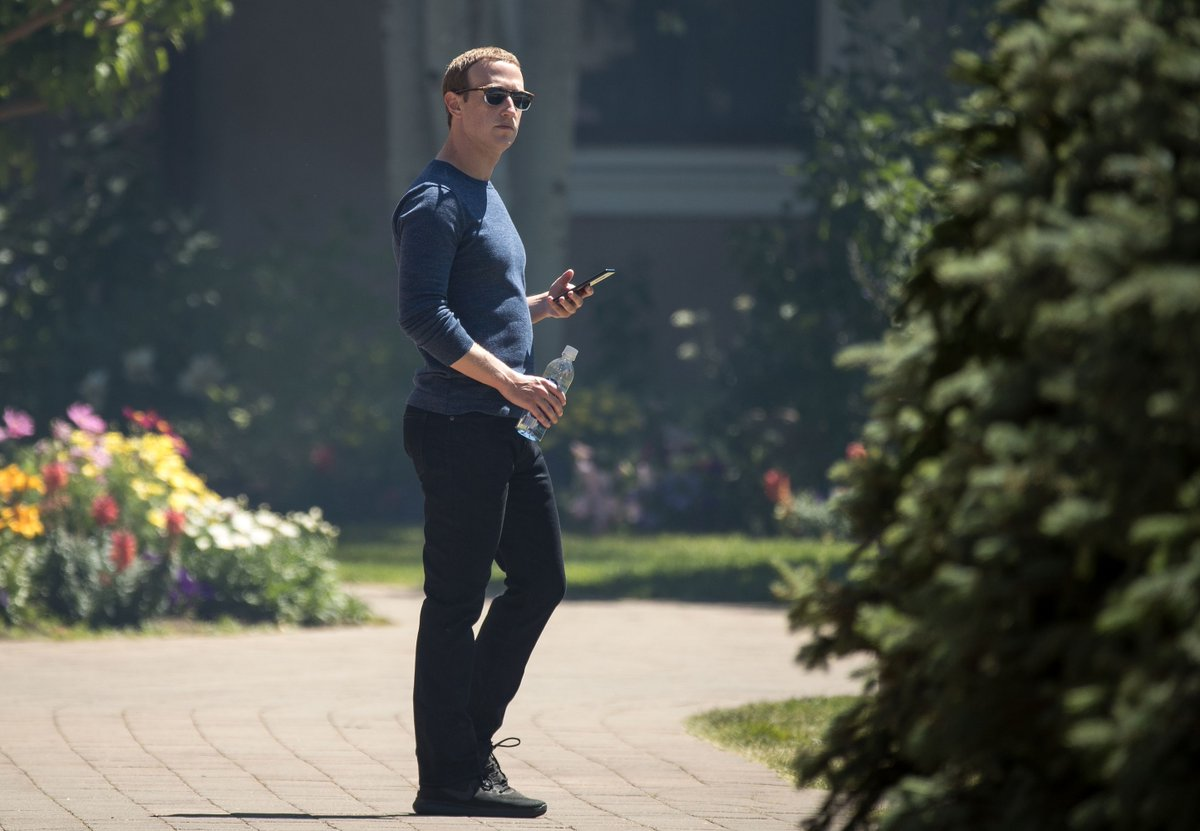 Mark Zuckerberg ordered all Facebook executives to use Android phones https://t.co/mxMxKW9Qm1