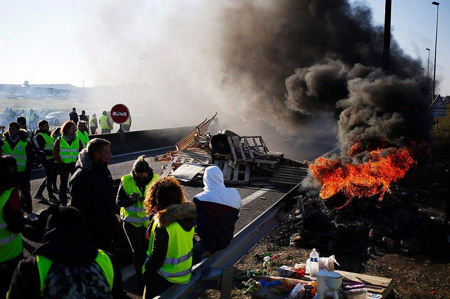 France: la mobilisation des «gilets jaunes» se poursuit avec moins d'ampleur https://t.co/4o2CQd7WDw