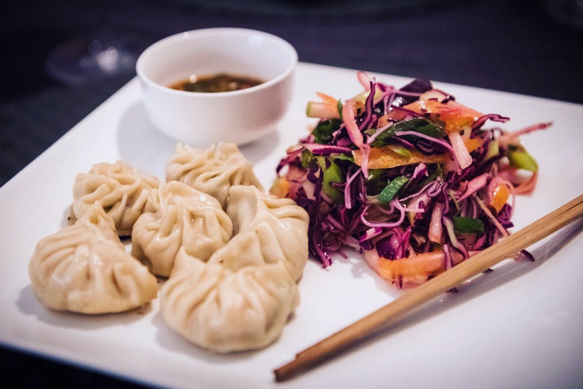 @Nat0_o: Homemade chicken gyoza served with a spicy sauce and noodle salad with red cabbage! Sooo tasty! 😍 https://t.co/Jk4LqDn1YR