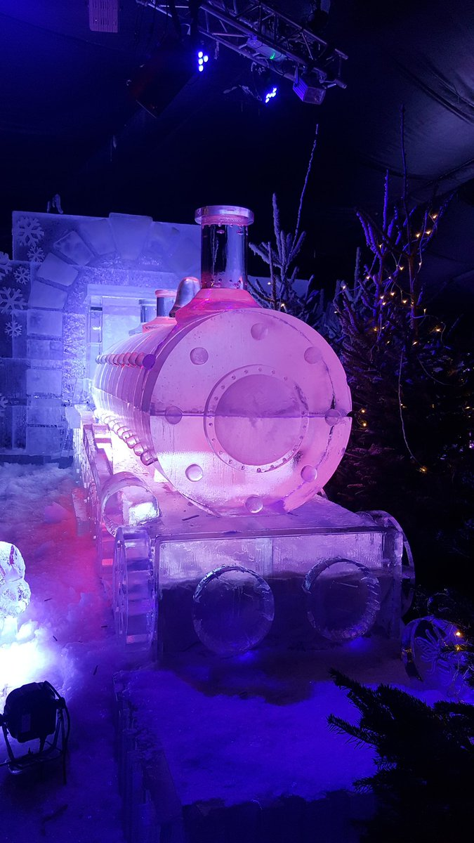 Had a lovely wee day out in Manchester #MCRChristmas the ice cavern was amazing. https://t.co/W8Tq4MS3Yi