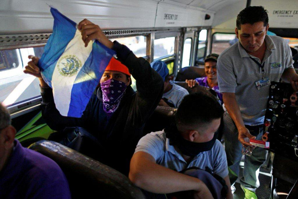 New Salvadoran migrant caravan forms; hundreds wait at U.S.-Mexico border https://t.co/xV54d1E7RK https://t.co/ZGVMLyrMm3