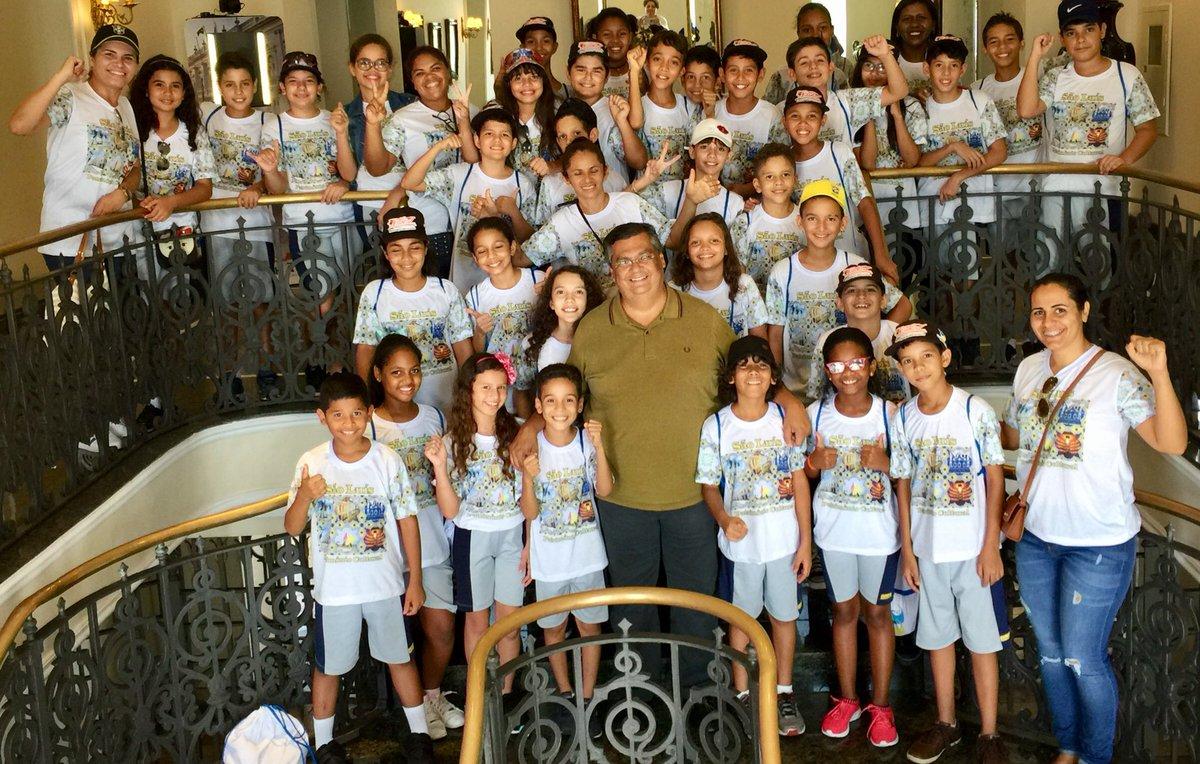 Visitas que gosto muito de ver no Palácio dos Leões: crianças levadas por escolas. Sempre que posso, recebo pessoalmente. Criamos o circuito cultural abrangendo o Palácio e os nossos museus, com agendamento via internet.
