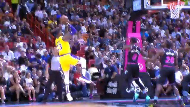 LeBron James opens the game in Miami with 19 1st quarter points! #LakeShow https://t.co/AXNs8U1yqR