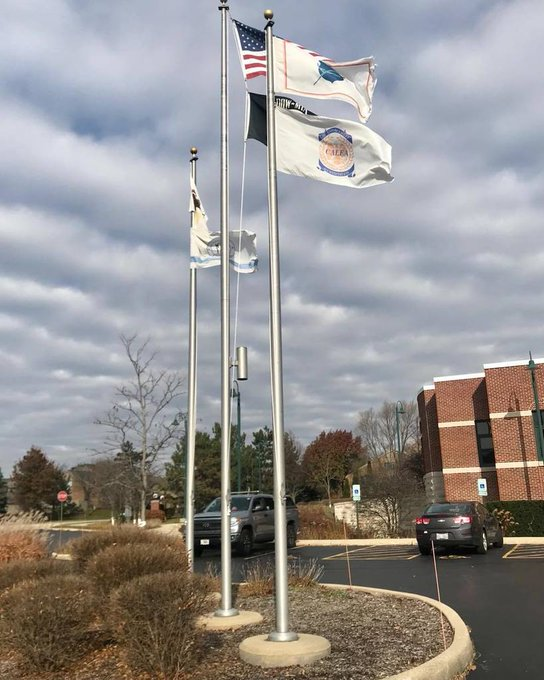 @LakeZurich #PoliceStaionFlagpoles&Flags lighting up the village center. https://t.co/Ohceaxwgkd https://t.co/qI8WePZVZU