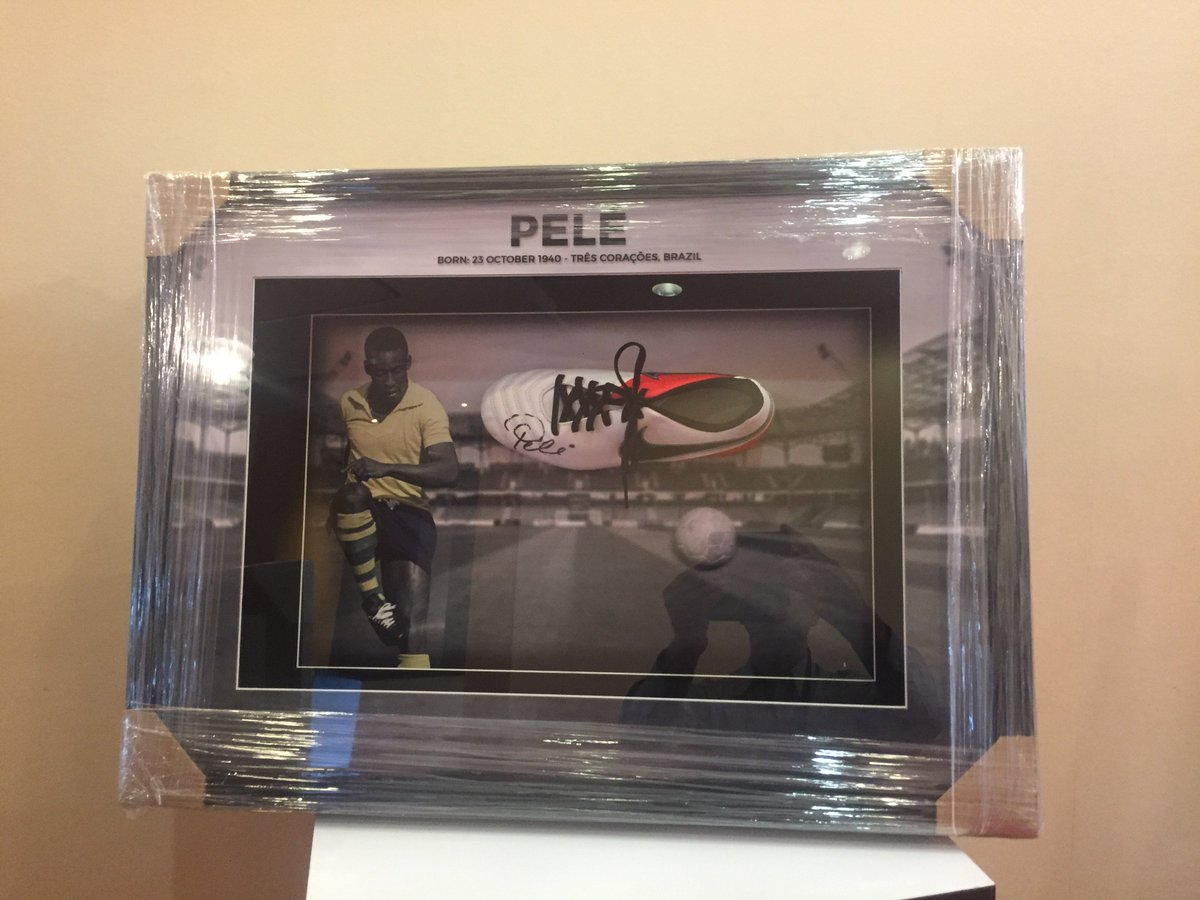 test Twitter Media - Pele's Football cleat up for auction on Tuesday November 20th at #SPIAASIA2018 charity auction at the Centara Grand & Bangkok Convention Centre #Sports #Awards #Conference https://t.co/VZ9V499lkW