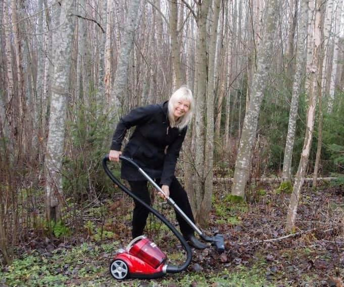 @realDonaldTrump The Finnish are posting pics raking or even vacuuming the forests, to ridicule Trump's claim that Finland's president told him their nation rakes the forests to prevent fires. (Finland's President said he never discussed it with Trump.)