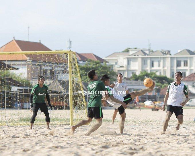 #TimnasDay Sore ini! AFF Beach Soccer Championship 2018 INDONESIA vs Vietnam Kickoff WITA Pantai Tanjung Benoa, Bali (Masuk lewat Bayu Suta Watersports) GRATISS!!! Ayo ramaikan dan dukung Timnas sepakbola pantai Indonesia!! 🇲🇨 Tag teman kalian! @infosuporter Photo