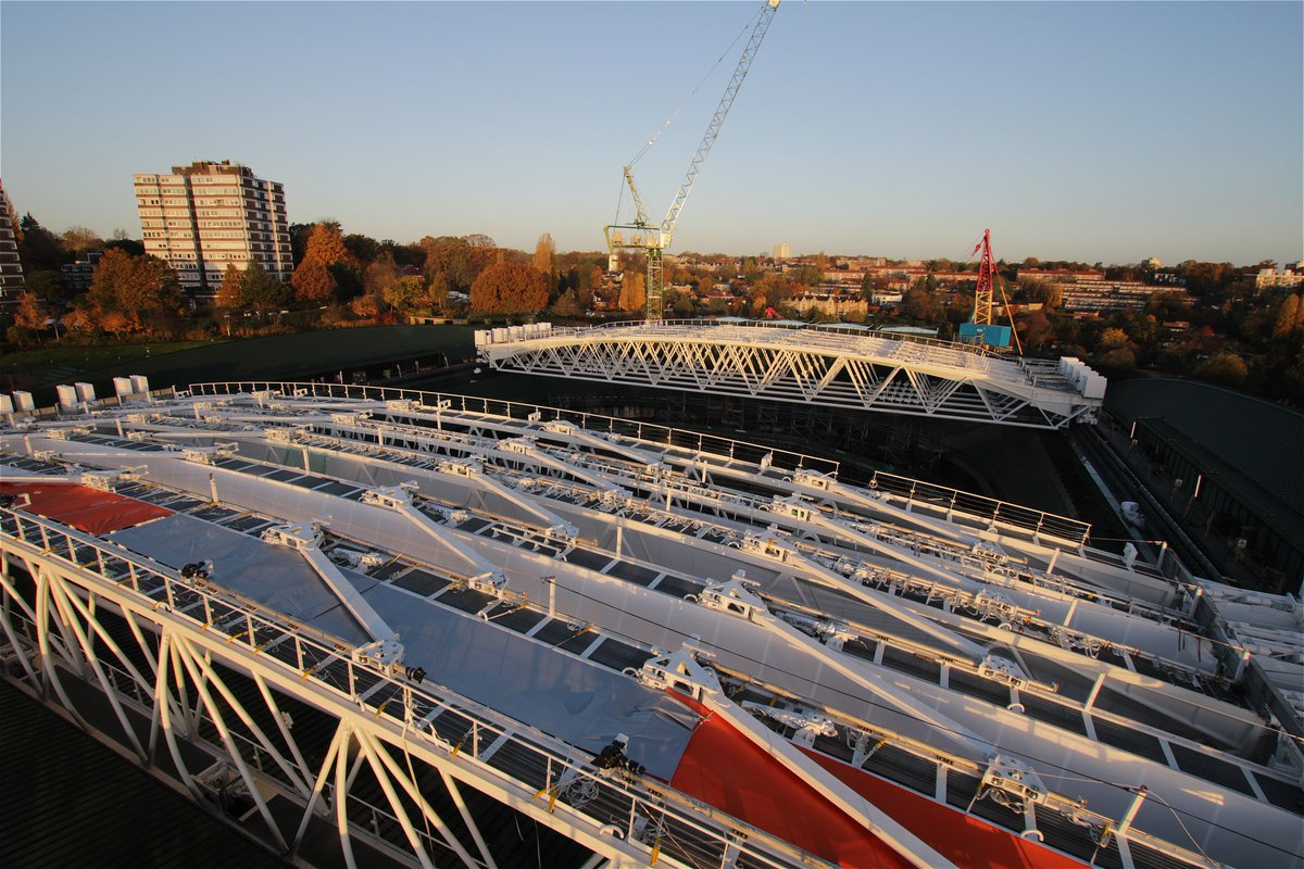 The final truss has been placed, and the No.1 Court roof is nearly ready for action 🏗️ #MondayMotivation #Wimbledon
