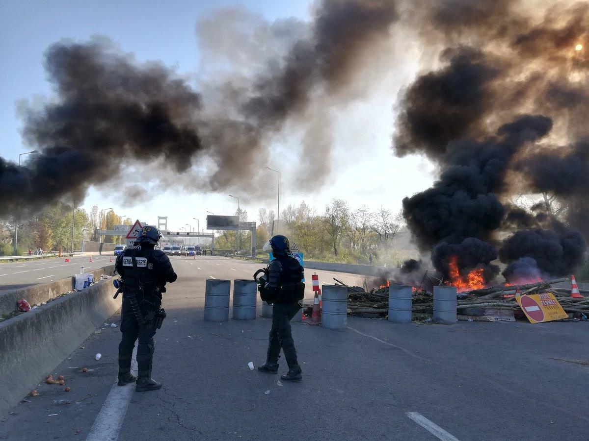DIRECT #GiletsJaunes - Les Gilets Jaunes évacués du Pont d'Aquitaine, 'On reviendra de toute manière' https://t.co/Yn3jadnNDT