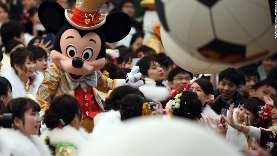 'See ya real soon!' Mickey Mouse fans warned of 11-hour queue to meet him for his 90th birthday in Japan https://t.co/ukvjNNHp8z