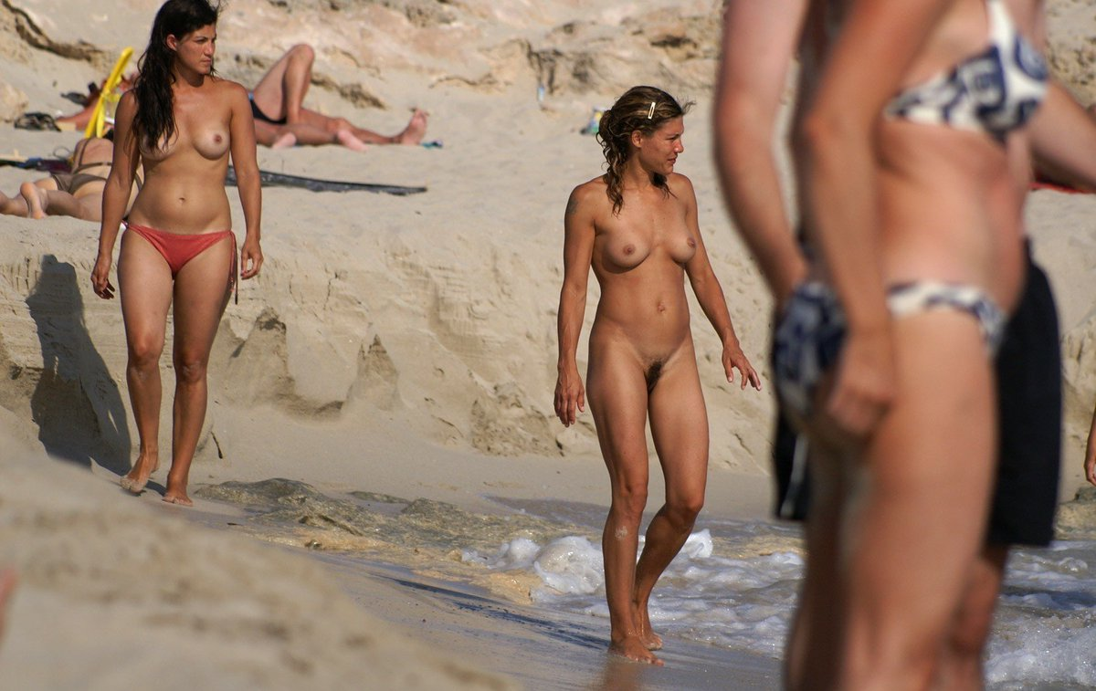 beach-nudist-people-photos-martinez-nude