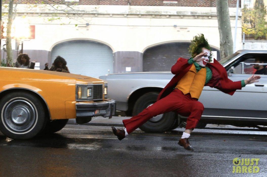 Joker (Origin Story) par Todd Philips produit par Scorcese (Elseworld) - Page 9 DsWaDHkW0AEbmh9