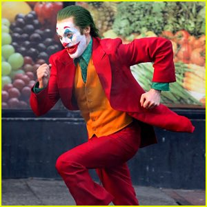 Joker (Origin Story) par Todd Philips produit par Scorcese (Elseworld) - Page 9 DsWaDHmXoAAb4eD