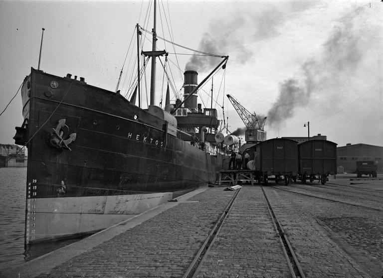 Pietinen Aarne Oy, 1938 mahd: Länsisatama (Kaupunginmuseo, #helsinki) https://t.co/d5qzXacRfk