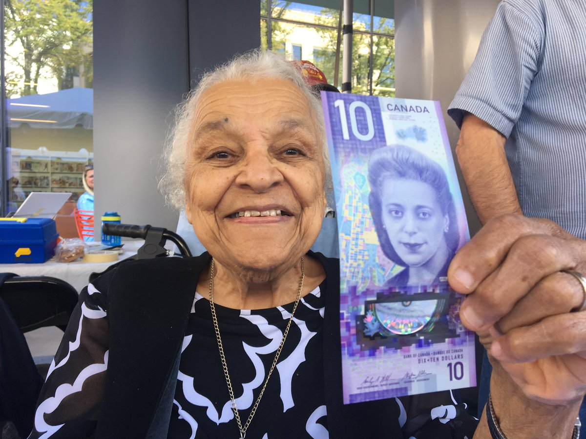"""len wagg on Twitter: """"Today's the day! Wanda Robson holds up the ten dollar  vertical Canadian bill of Viola Desmond, her sister, that goes into  circulation today. She will make the first"""