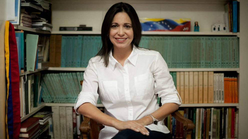 La dirigente opositora @MariaCorinaYA ha sido reconocida como mujer influyente del mundo según la BBC. Ocupa el puesto 51 de la lista por por su defensa por la democracia en Venezuela #19Nov https://t.co/Q1yVYaZ6pa