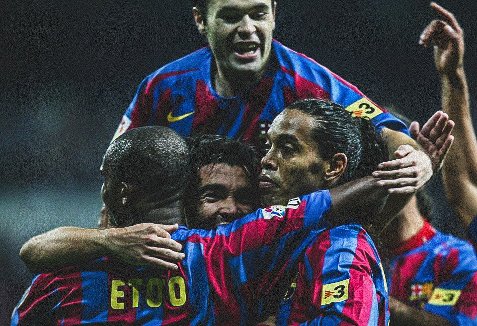 📅 13 Years Ago Today:  ⚪️ @realmadrid 0-3 @FCBarcelona 🔵  🇧🇷 @10Ronaldinho scored two superb goals...  👏 ...and got a standing ovation from the home fans!