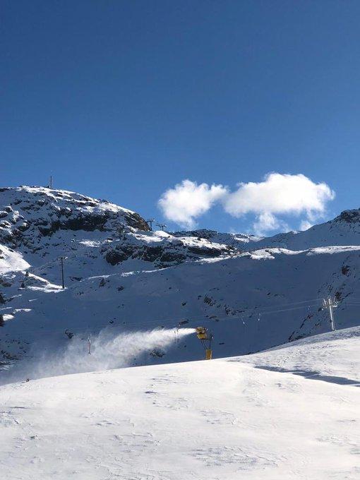 Avui hem estat tot el dia fabricant neu! Seguim treballant per garantir una obertura amb bones condicions! 😍