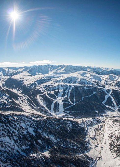 ⚫⚪   ¿Black Friday? En Esquiades preferimos la White Week ❄👉 https://t.co/IT5ZY72OKm  Os hemos preparado ofertas de esquí especiales y a muy buen precio. Solo disponibles desde hoy hasta el próximo lunes 26. Podéis verlas aquí: https://t.co/IT5ZY72OKm