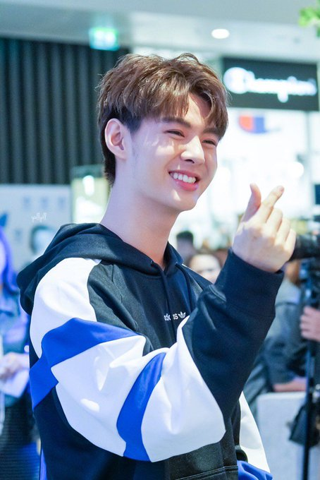 I need to cleanse my eyes with a smiley_sup 💀#Saint_sup ภาพถ่าย