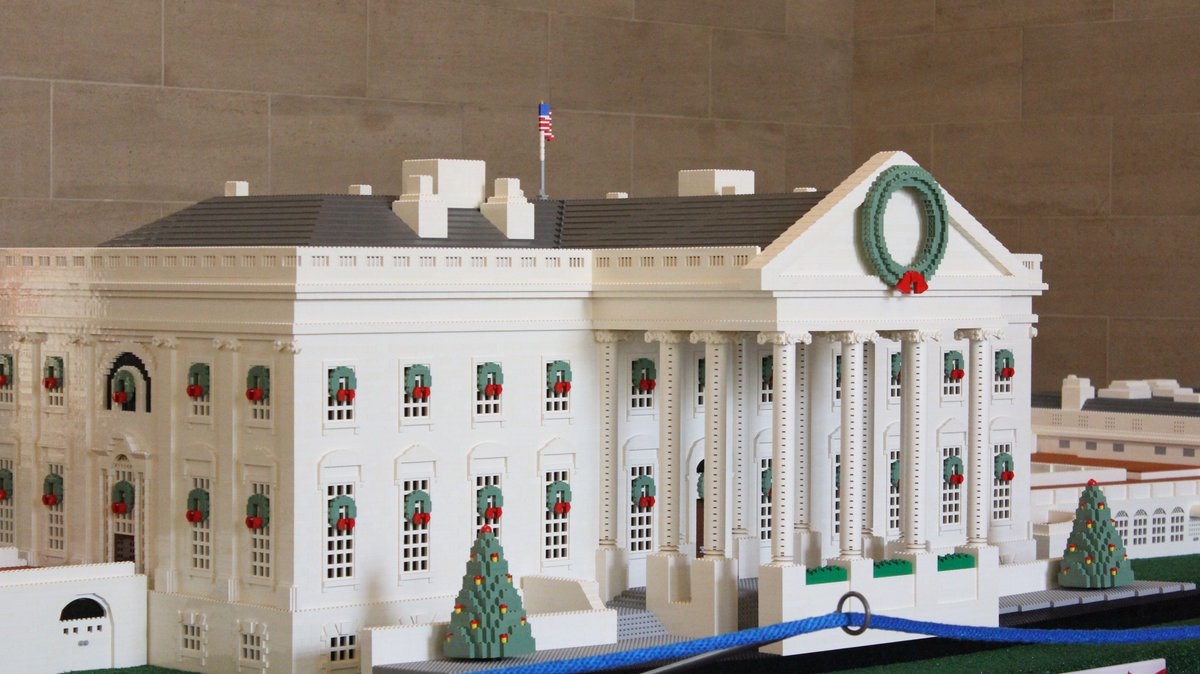 Denmark in usa 🇩🇰 on twitter early this morning a large scale lego model of the white house arrived to the white house visitor center
