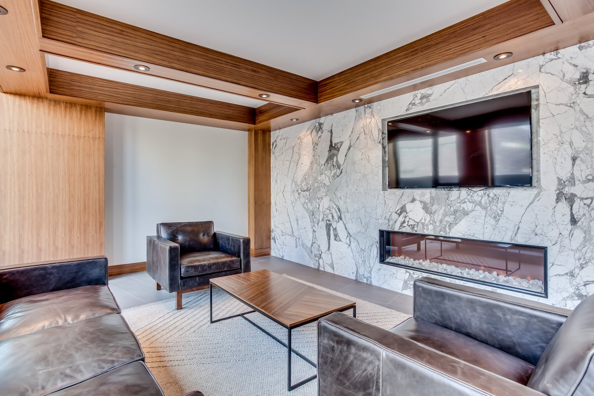 The sky room at 6th and Tenth is the perfect location to celebrate birthdays, anniversaries or bring all your friends and family together during the holidays! #6thandTenth #RealEstate #LiveInALamb https://t.co/qRX33OYF1J