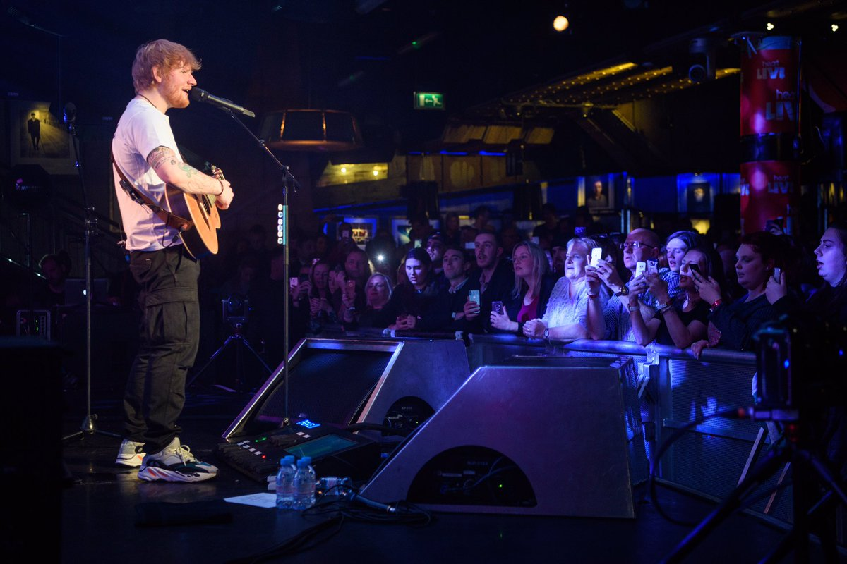 Just one incredible man & his guitar - nobody captivates an audience quite like @EdSheeran 🙌 #HeartLive #EdSheeran