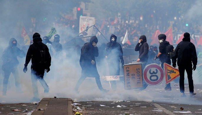 Глава МВД Франции отреагировал на протесты из-за цен на топливо https://t.co/2fyRxKLPwy
