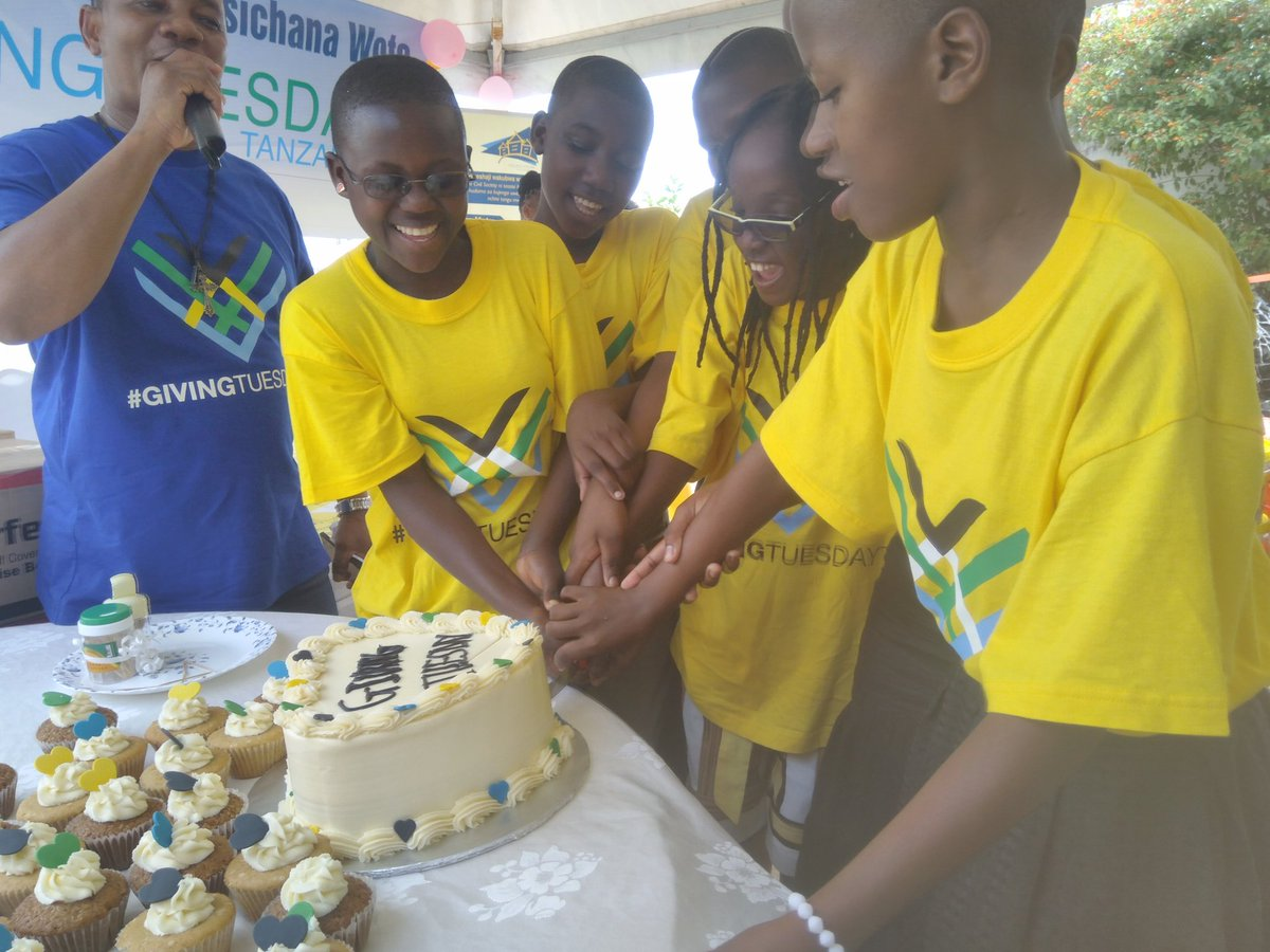 Cake Time and getting together with The girls @newhopeforgirls   #GivingTuesday #GivingTuesdayTz #NewHopeForGirls
